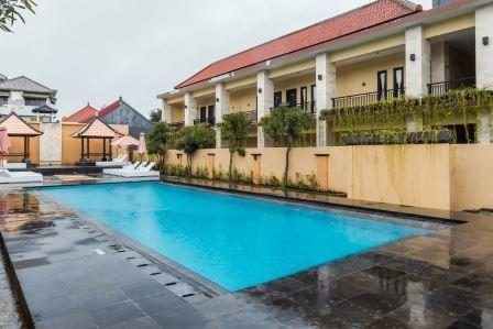 Tinggal Budget Griya Jimbaran Bali - Kolam Renang