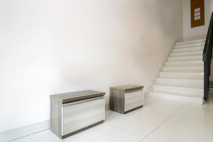 Airy Eco Radio Dalam Raya Gang Anggrek 3 Jakarta Jakarta - Stairs