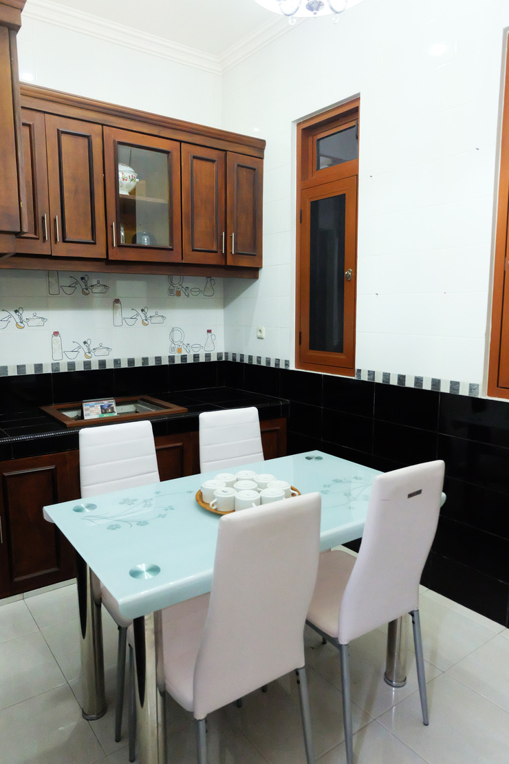 Simply Homy Guest House Pogung UGM Yogyakarta - Ruang Makan