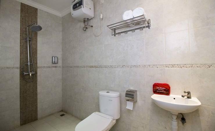 RedDoorz @ Mangga Besar 5 Jakarta - Kamar mandi