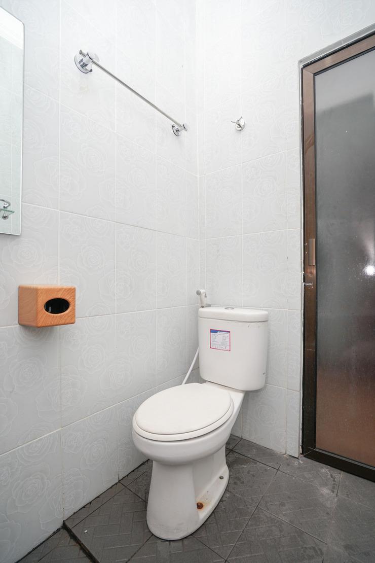 OYO 445 Lavender Homestay Palembang - Bathroom