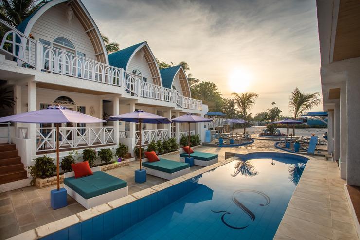 Santorini Beach Resort Lombok - kolam renang