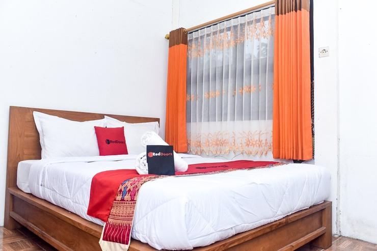 RedDoorz Plus @ Tretes Pasuruan - Kamar Tidur