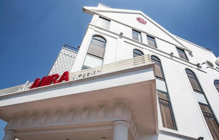 DeMira Hotel Surabaya - Eksterior
