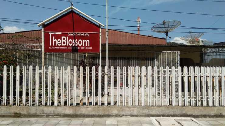 Wisma The Blossom Padang - Exterior