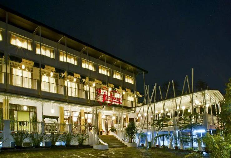 The Victoria Luxurious Guest House Bandung - Exterior