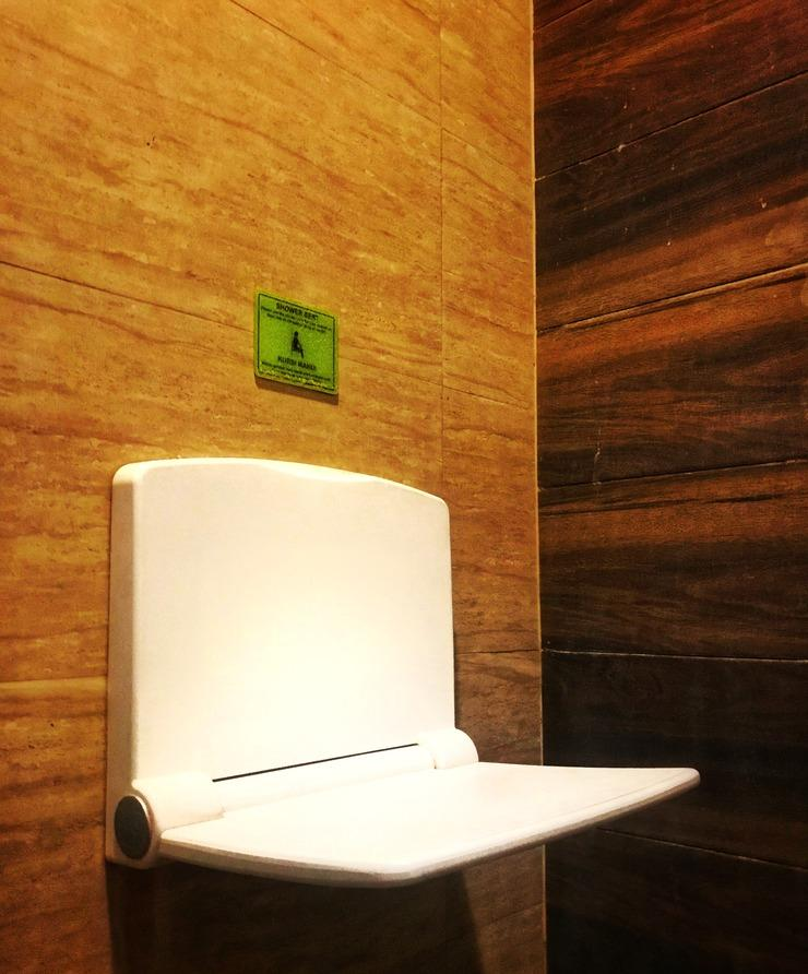 MaxOneHotels at Dharmahusada  Surabaya - Shower Seat