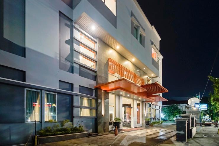 RedDoorz Plus @ AP Pettarani 2 Makassar - Exterior