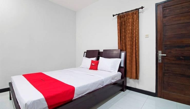 RedDoorz Near ITC Fatmawati Jakarta - Kamar tamu