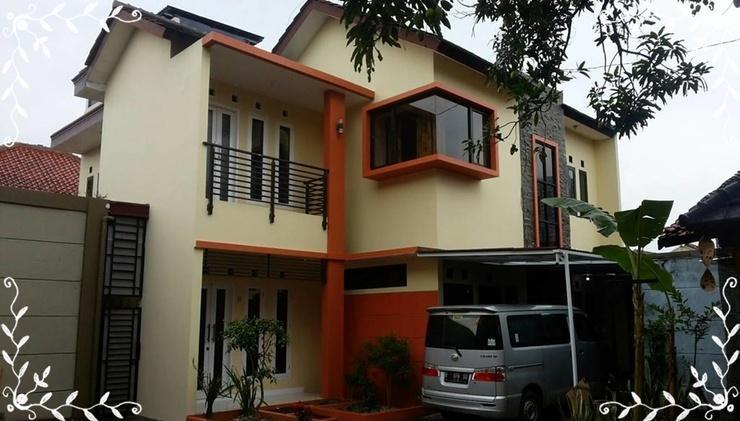 Kembang Turi Guest House Bandung - Facade