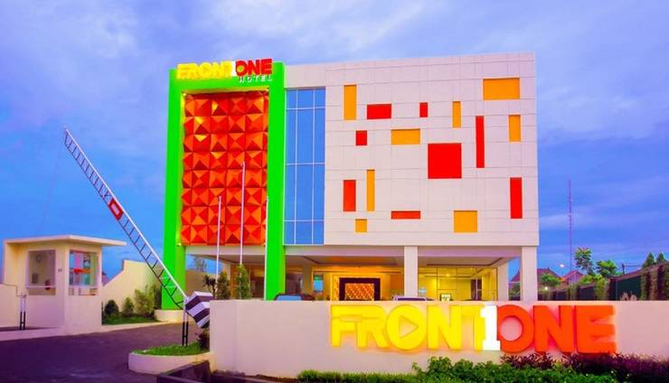 Front One Hotel Purwodadi Grobogan - fasad