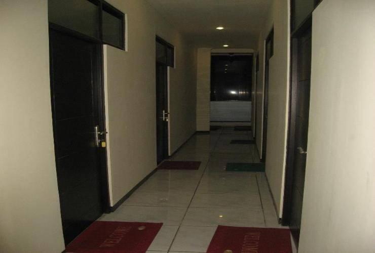 Bantal Guling Alun Alun Bandung - Corridor