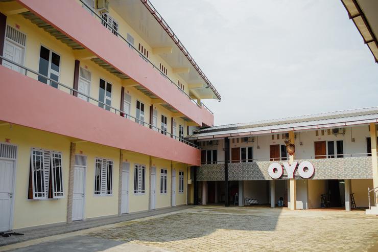 OYO 174 Desilva Bandara Palembang - FACADE