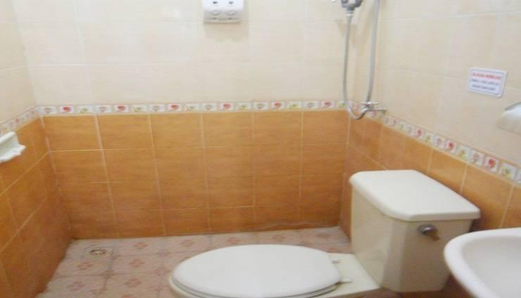 Simply Homy Guest House Monjali 1 Yogyakarta - Kamar mandi