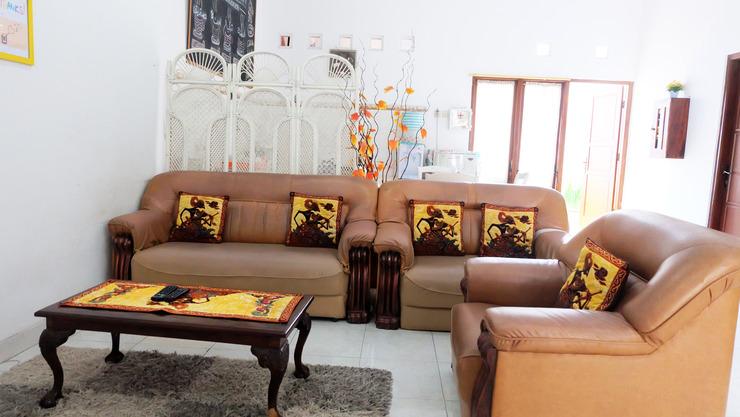 Simply Homy Guest House Monjali 1 Yogyakarta - ruang keluarga