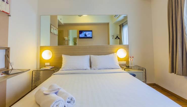 Red Planet Bekasi - Double Room