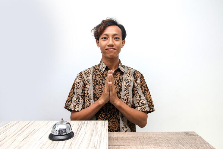 Airy Syariah Cengkerang Taman Palem Mutiara C9 Jakarta Jakarta - Receptionist