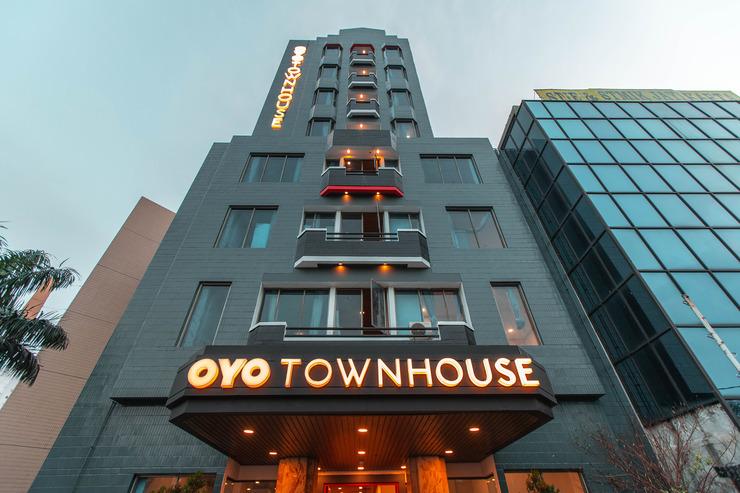 OYO Townhouse 1 Hotel  Salemba Jakarta - Facade