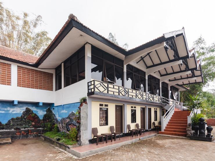 OYO 1852 Intan Bromo Homestay Pasuruan - Facade