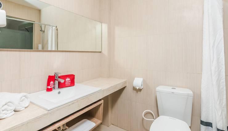 ZenRooms Denpasar Jalan Salak - Kamar mandi