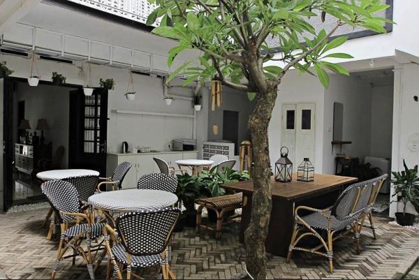 Askhara Hotel Surabaya - Garden