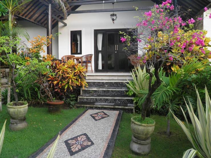 Divers Cafe & Bungalow Bali - Divers Cafe & Bungalow