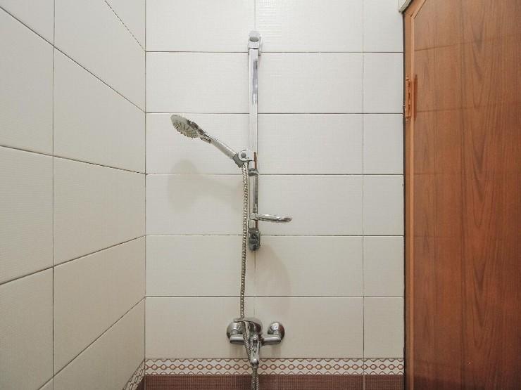 Shallom Guesthouse Jakarta - Bathroom