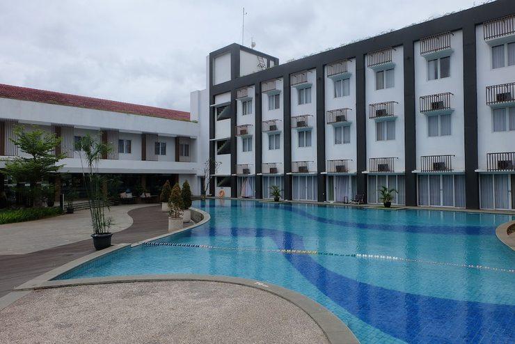 Front One Akshaya Hotel Karawang Karawang - Featured Image