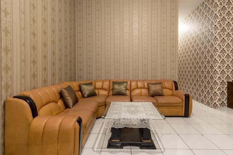 OYO 359 Executive Inn Medan - meeting room
