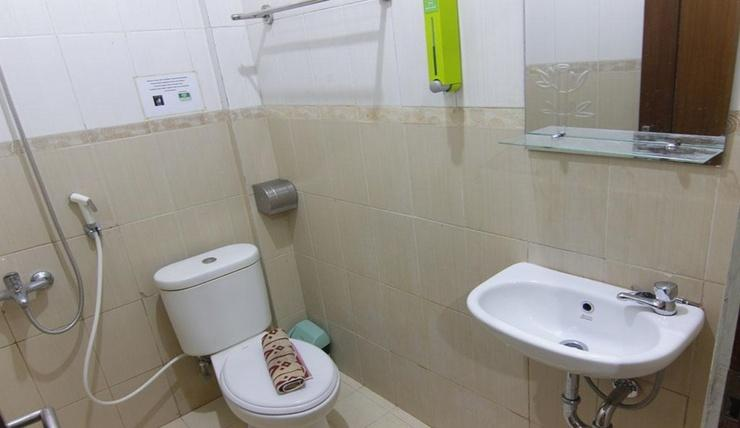 Ndalem Mantrijeron Jogja - Bathroom