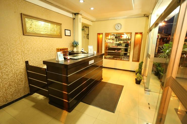 Cherry Red Hotel Medan - Front Office