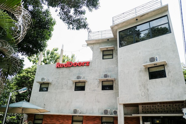 RedDoorz near Trans Studio Mall Cibubur 3 Depok - Photo