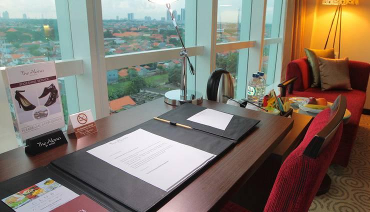 The Alana Surabaya Surabaya - Writing Desk