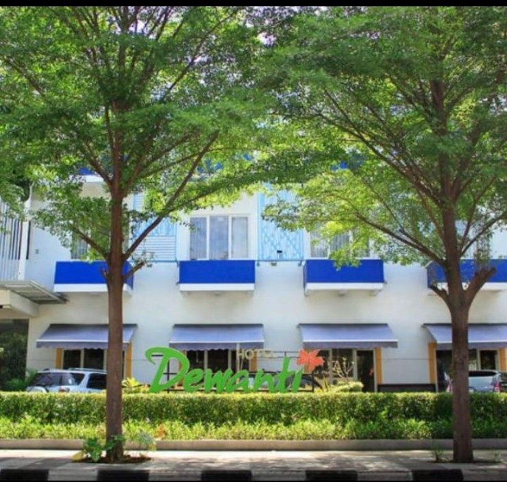 Dewanti Hotel Cirebon - tampak depan