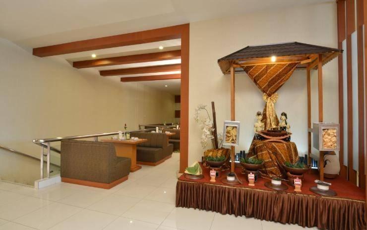 Hotel Istana Tulungagung - Caffe Resto sisi lain