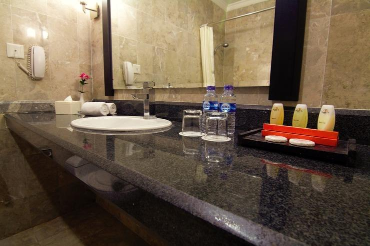 Hotel Permata In Banjarmasin - Bathroom
