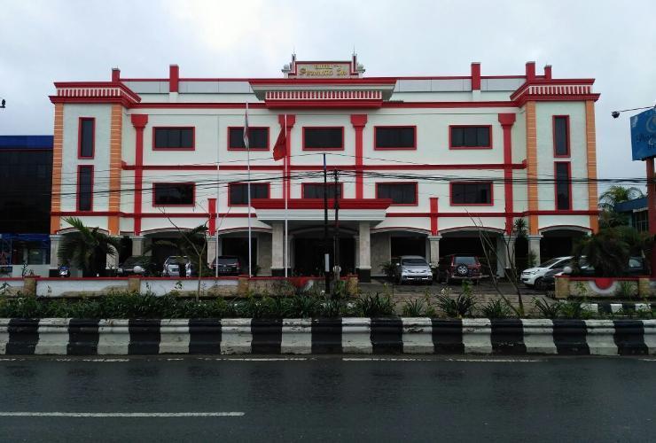 Hotel Permata In Banjarmasin - Front