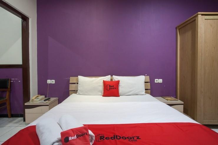 RedDoorz @ Urip Sumoharjo Surabaya - Bedroom