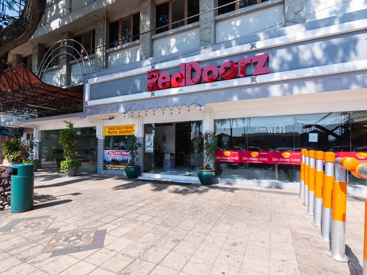 RedDoorz @ Urip Sumoharjo Surabaya - Property Building