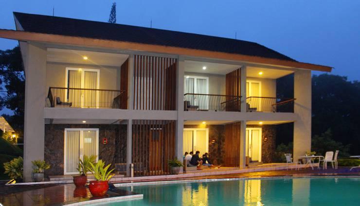 Hotel Ariandri Puncak Bogor - Swimming Pool