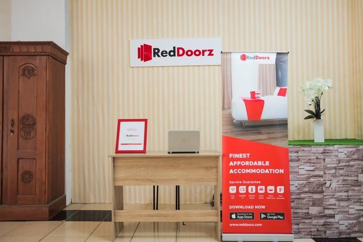 RedDoorz near Plaza Araya 2 Malang - Photo