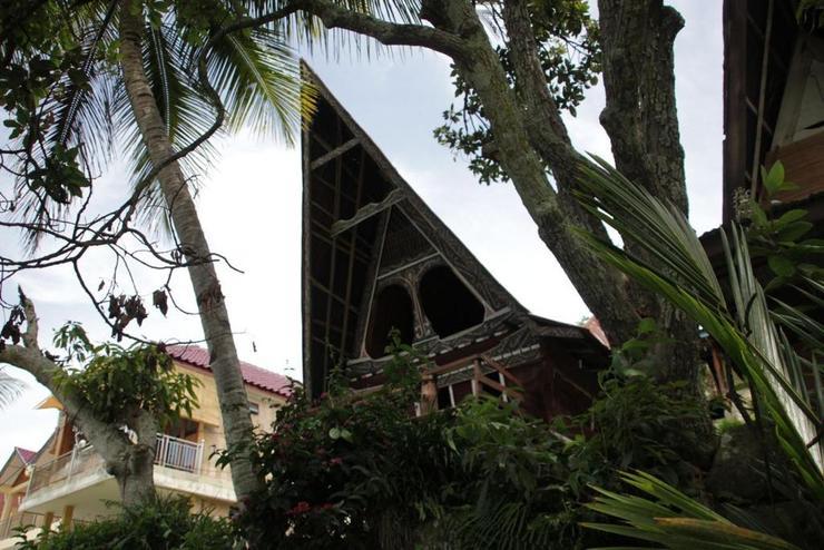 Laster Jony's Guest House Danau Toba - Exterior