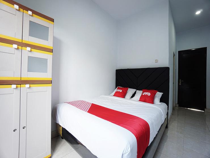 OYO 2566 Putri Kesia Rooms Manado - Guestroom D/D