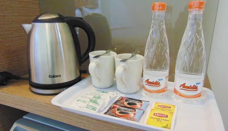 Smart Hotel Jakarta - Coffee Maker at Premier Double Room