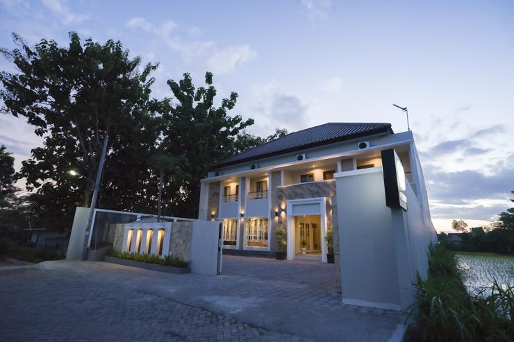 W House Syariah Yogyakarta - Exterior