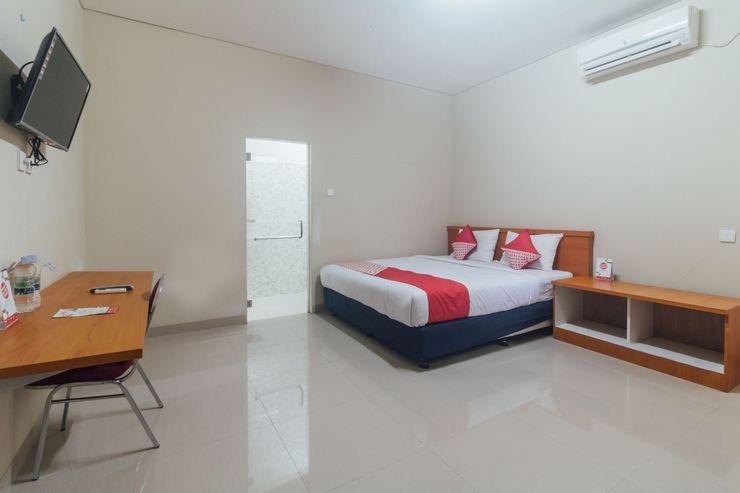 OYO 1448 Mangga Dua Guest House Ambon - Bedroom