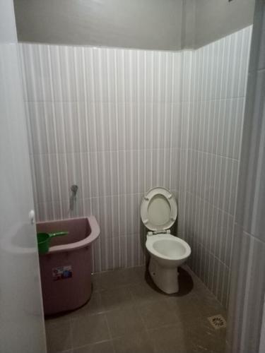 Femi Homestay Medan Medan - Bathroom