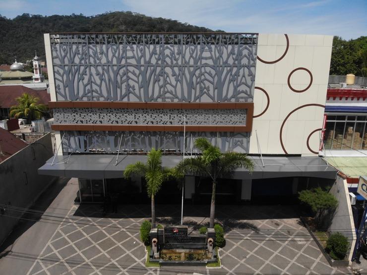 Kawana Hotel Padang - Tampilan Depan Hotel