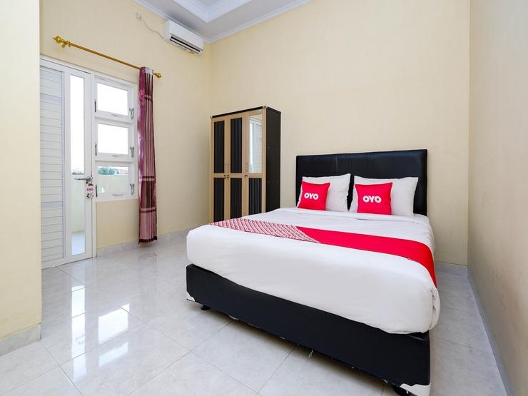 OYO 2058 Griya Ria Karanganyar - Standard Double Bedroom