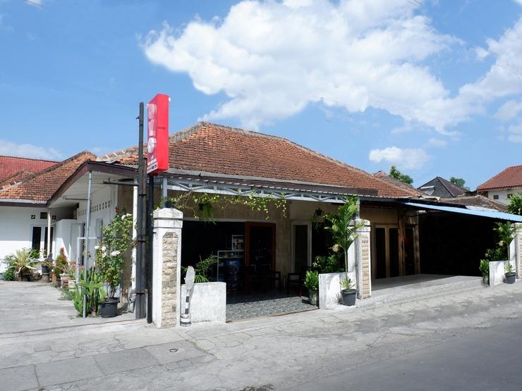 OYO 1196 Hotel Pura Puspa Rosa Yogyakarta - Facade